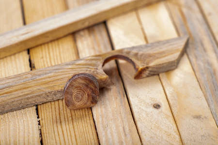 A hard knot in a raw slat. A knot from a piece of wood. Light background. Standard-Bild