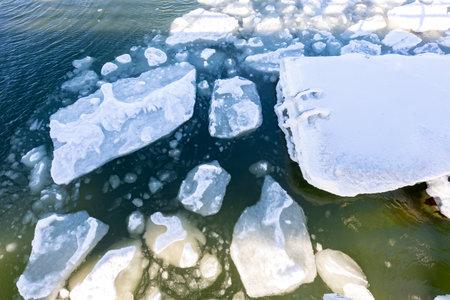 Floe floating on the sea. Frozen pieces of ice in the water. Winter season. Standard-Bild