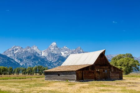 Iconic T. A. Moulton barn and Teton peaks in Grand Teton National Park, WY Banco de Imagens