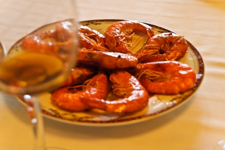 marisco: Plate of prawns with his glass to celebrate the holiday