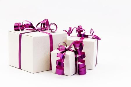 three gift boxes: Tres cajas de regalo con la cinta rosada Foto de archivo