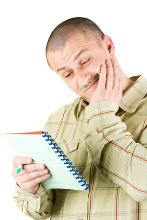 business skeptical: Preocupado empresario busca en un bloc de notas