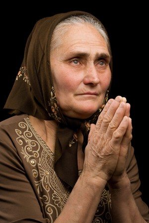 rides: Close up portrait d'une vieille femme en pri�re Banque d'images
