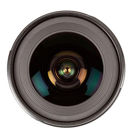 objetivo: Close up de una lente fotográfica aislada sobre fondo blanco