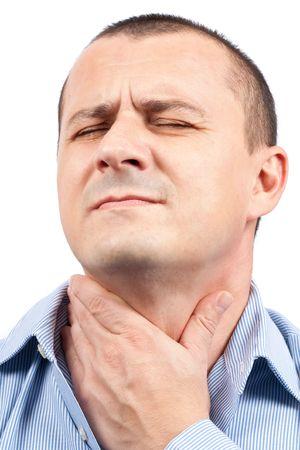 swallow: Jonge man met keelpijn geïsoleerd op witte achtergrond