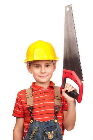 handsaw: Retrato de un ni�o lindo, haci�ndose pasar por un carpintero, con un handsaw
