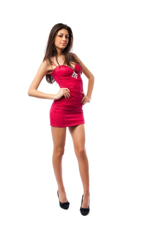 tacones rojos: Retrato de longitud completa de una hermosa mujer hispana sexy en vestido rojo aislado en fondo blanco Foto de archivo