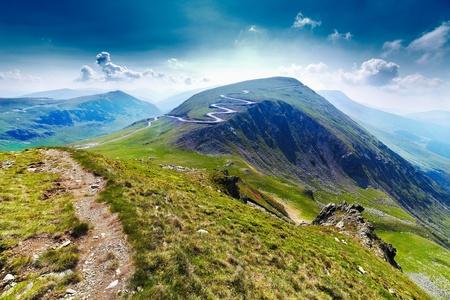 Landschap met Transalpina weg en Urdele piek van Parang bergen in Roemenië Stockfoto - 9850087