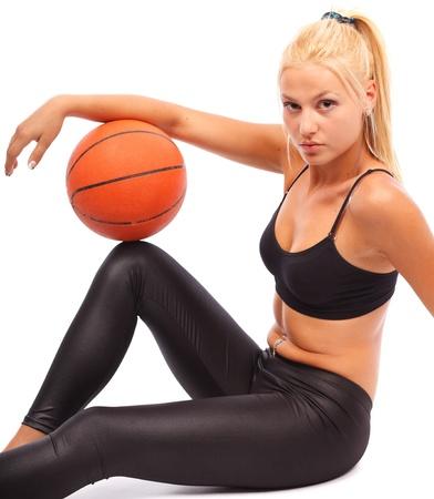 basketball girl: Joven con baloncesto, aislada sobre fondo blanco Foto de archivo