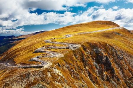 Transalpina, la plus haute route en Roumanie, en traversant les montagnes de Parang Banque d'images