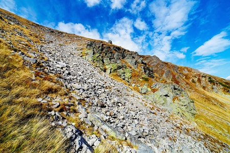 talus: Paisaje de monta�as de Parang en Rumania, con enormes campos de acarreo (TALO)