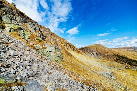 talus: Paisaje de Parang monta�as en Rumania, con enormes campos de cantos rodados (astr�galo)