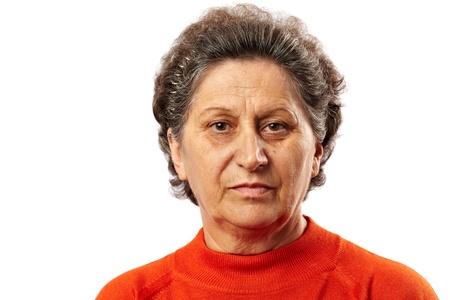 cara triste: Retrato de una mujer mayor triste profunda en el pensamiento