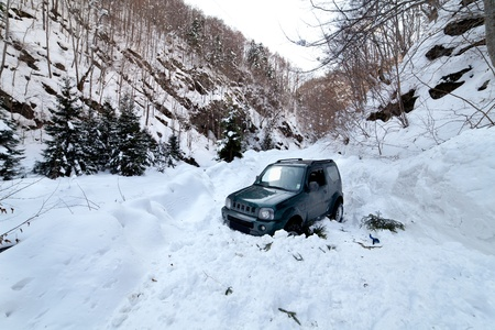 impediment: 4x4 car being stuck in a snow avalanche in a canyon