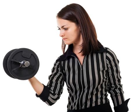tough: Retrato de una joven mujer de negocios exitosa levantar pesas, aislado en fondo blanco