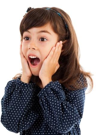 Closeup portrait d'une jeune fille mignonne avec l'expression du visage surpris isolé sur blanc Banque d'images