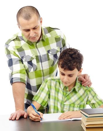 deberes: Padre ayudando a hijo con su tarea, aislado en blanco Foto de archivo