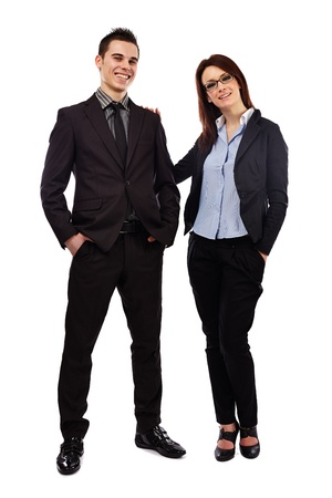 Sur toute la longueur de la pose d'affaires heureux parteners jeunes isolés sur fond blanc. Concept de travail d'équipe