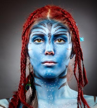 maquillaje fantasia: Primer retrato de una modelo con pintura de la cara Foto de archivo