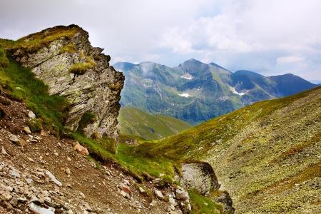 fagaras: Paesaggio con montagne di Fagaras in Romania in un giorno d'estate