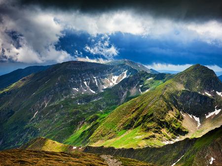 fagaras: Paesaggio con le spettacolari montagne di Fagaras in Romania