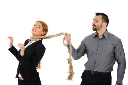 desprecio: Jefe masculina que sostiene su empleada de correa corta Foto de archivo
