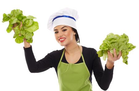 lechuga: Cocinero de la joven con lechuga y sonriendo feliz