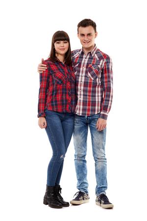 Ležérní dospívající chlapec a dívka na bílém pozadí