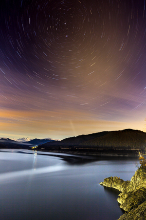 Long exposure image of Polaris star oriented landscape in the winter Banque d'images