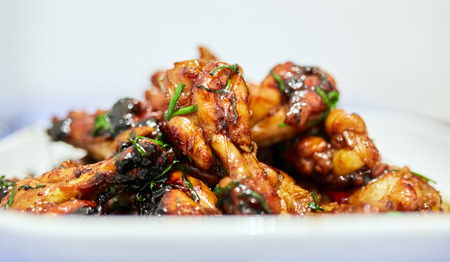 Chicken wing drumsticks caramelized, thai recipe Banque d'images
