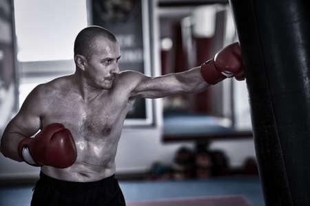 Boxer training with the heavy bag Foto de archivo