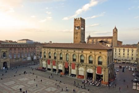 piazza: piazza maggiore - bologna, italy