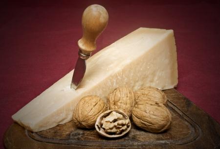 origen animal: queso y tuercas Foto de archivo