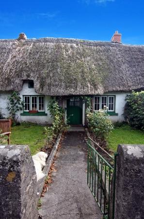 cottage fence: Irish traditional cottage house of Adare - ireland