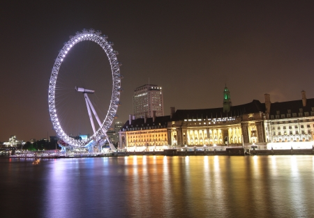 eye traveller: The London Eye was designed by architects Frank Anatole, Nic Bailey, Steve Chilton, Malcolm Cook, Mark Sparrowhawk, and the husband-and-wife team of Julia Barfield and David Marks