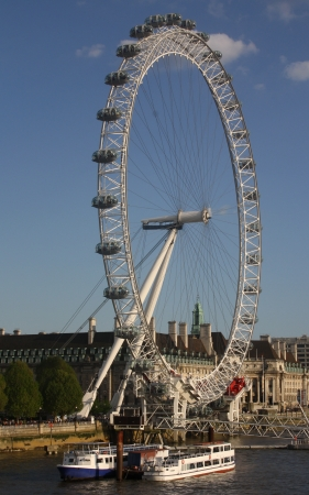 The London Eye was designed by architects Frank Anatole, Nic Bailey, Steve Chilton, Malcolm Cook, Mark Sparrowhawk, and the husband-and-wife team of Julia Barfield and David Marks