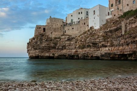 yegua: vista de Polignano a Mare, Italia, Puglia