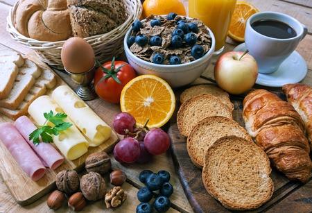 cereal: desayuno continental - los alimentos con el fondo