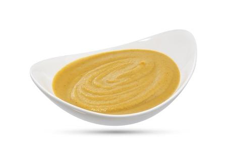 Bowl avec de la moutarde isolé sur fond blanc. Fermer. Banque d'images - 62352555