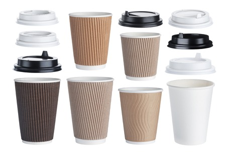 tazza di caffè usa e getta isolato su sfondo bianco. raccolta Archivio Fotografico