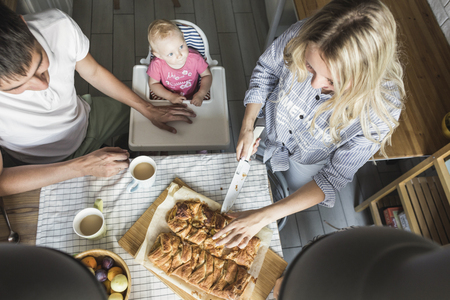 Happy family is enjoying apple pie at home. family dinner. breakfast and lunch Imagens