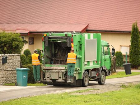 Collection and transportation of domestic garbage by municipal service employees. Control of the ecological situation in cities. Utilization of human waste. Limited speed. Territory cleaning. Stockfoto