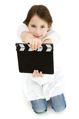 Youn meisje holding een film klepel geïsoleerd op witte achtergrond