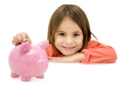 meisje met spaar varken geïsoleerd op witte achtergrond