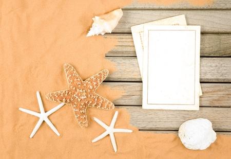 vecchie carte bianche in uno sfondo spiaggia Archivio Fotografico