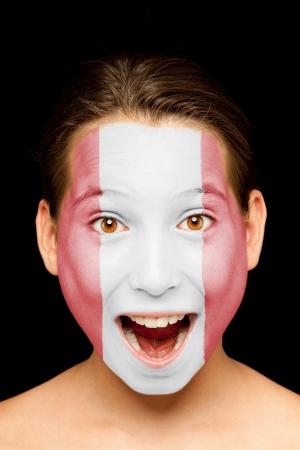 bandera de peru: Retrato de niña con la bandera peruana pintada en su cara