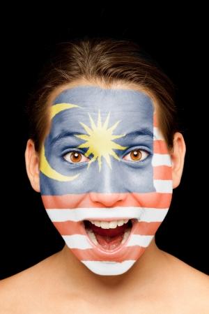 Ritratto di ragazza con bandiera malese dipinta sul suo viso