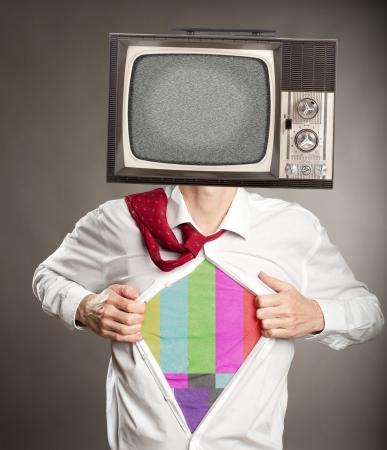 zakenman met oude retro televisie op haar hoofd Stockfoto