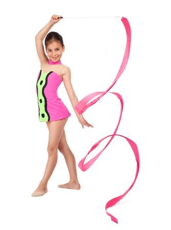 gimnasia aerobica: pequeña gimnasta rítmica con la cinta