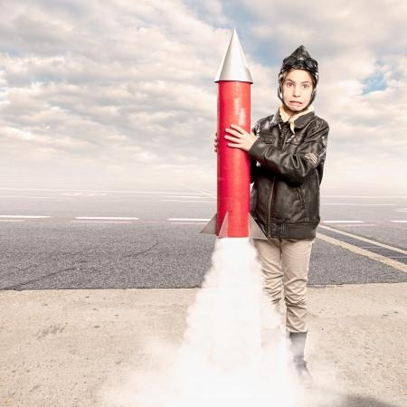 cohetes: peque�o aviador celebraci�n de un cohete en el aeropuerto